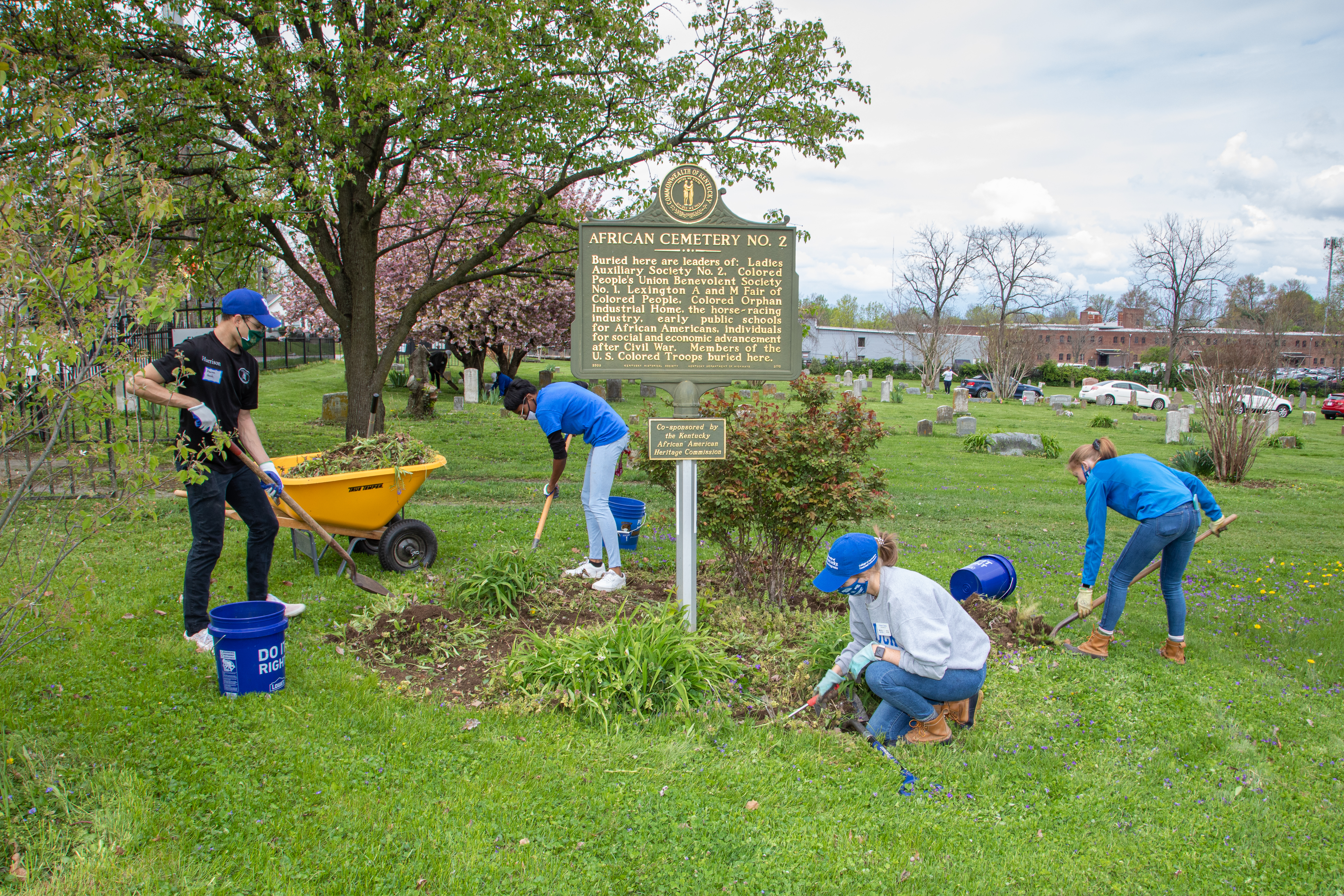 UK Ag Equine Programs' students and partners give back during Spring into Service day