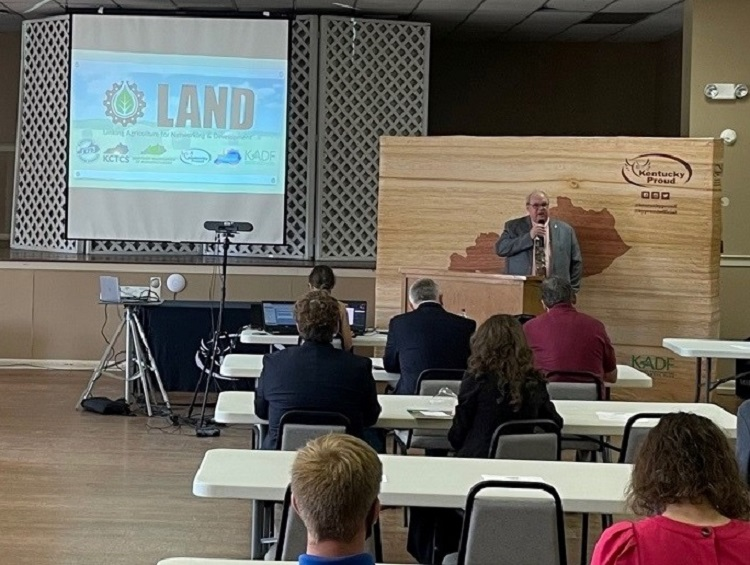 UK Cooperative Extension and the LAND forum bridge gap between agriculture and manufacturing