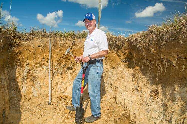 UK soil scientist Lloyd Murdock shows the fragipan layer found in the soil in a pit at the UK Research and Education Center in Princeton. Photo by Stephen Patton, UK agricultural communications.