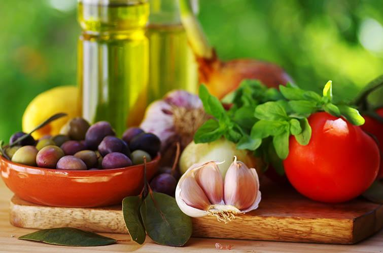 A Mediterranean diet focuses on simple, fresh ingredients. Photo: inaquim iStock / Getty Images Plus
