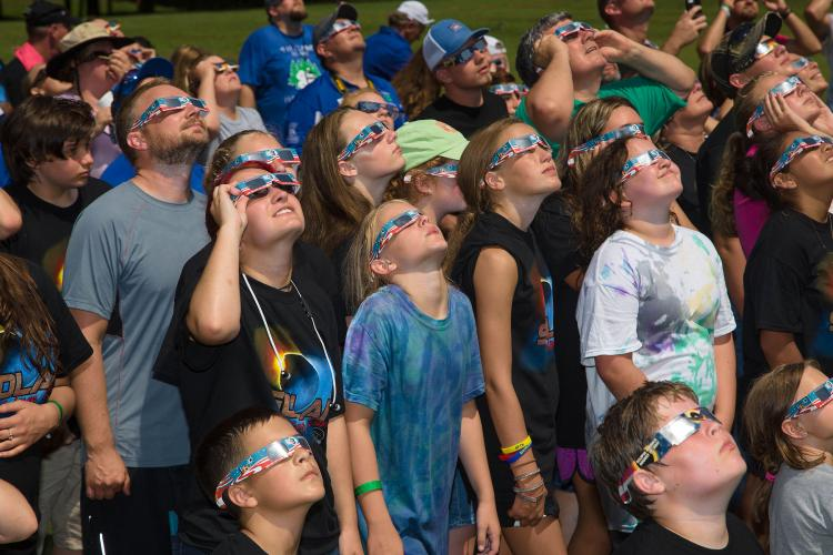 4-H'ers view the solar eclipse at the West Kentucky 4-H Camp.