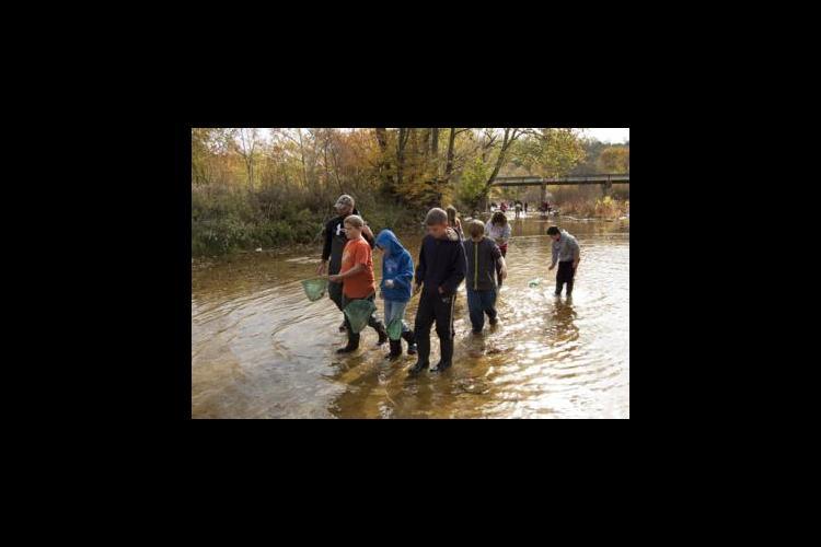 Fifth-graders explore Cane's Creek in Waco.