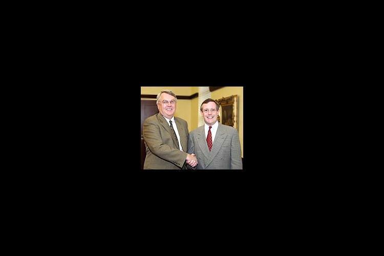 UK College of Ag Dean Scott Smith (left) and Owensboro Grain VP of Strategic Planning and Development John Wright.