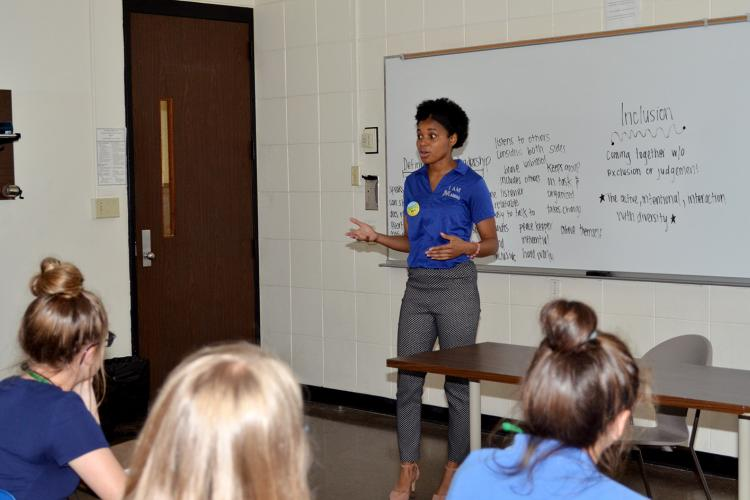 Persia Woodard, vice president of UK MANRRS, speaks to a group of 4-H'ers during Teen Conference.