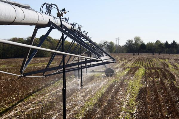 Center pivot in action on a Kentucky farm. Photo by Ole Wendroth, UK soil scientist.