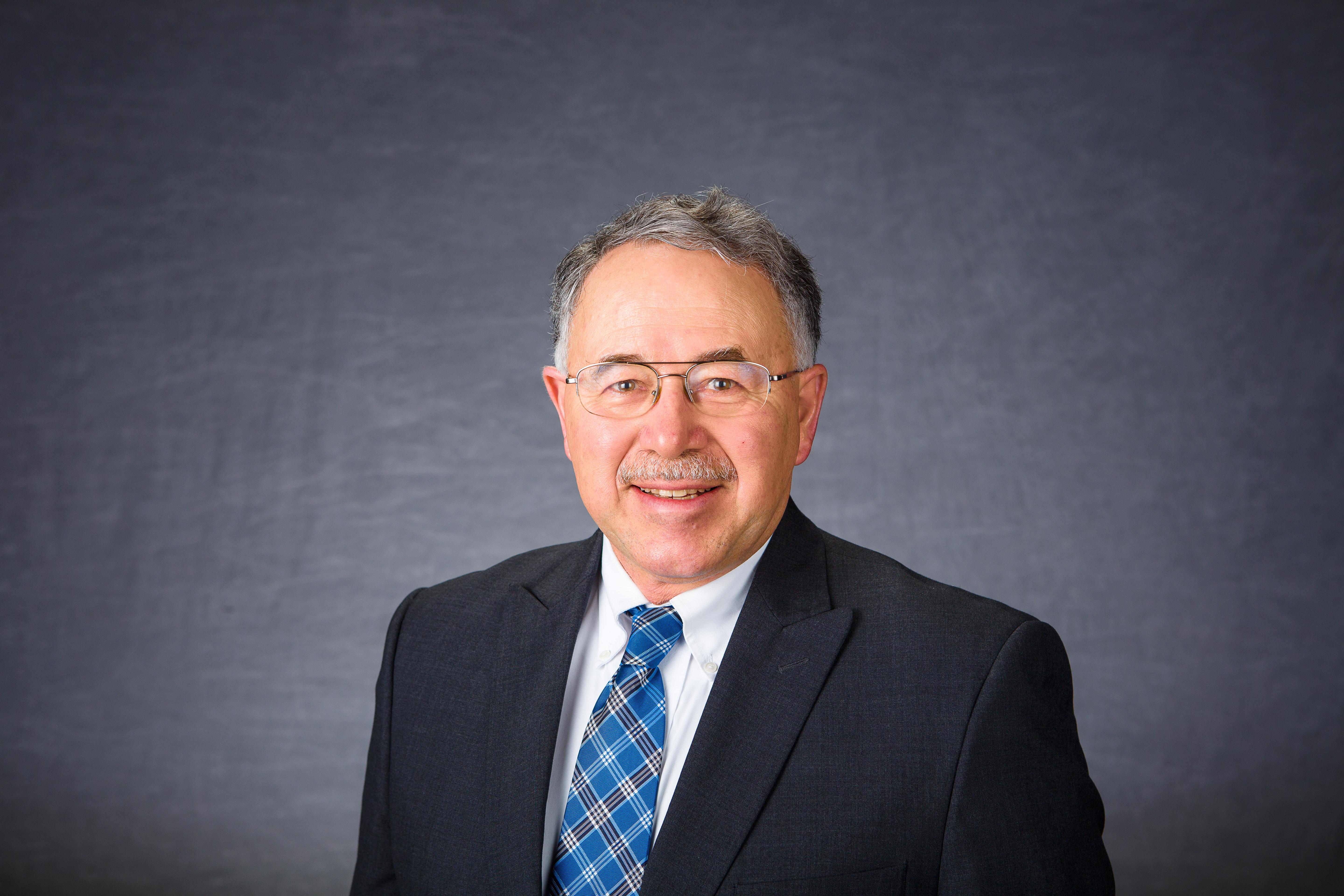 Larry Grabau received the UK Global Impact Award for Distinguished Faculty Achievement in Education Abroad. Photo by Matt Barton, UK agricultural communications.
