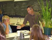 Mark Farman, UK Plant Pathologist, explains an experiment to high school teachers.